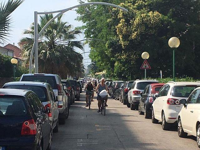 Un sondaggio sui parcheggi sulla strada parco