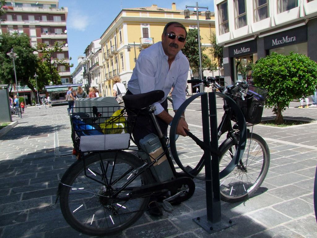 Nuovi stalli per le bici: continuano i lavori